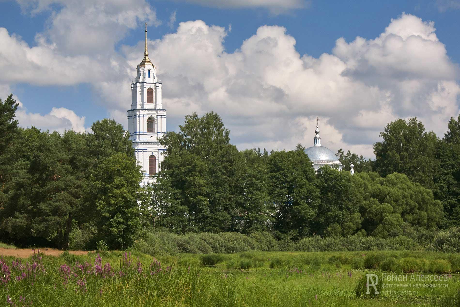 Церковь Троицы село Эрлекс фото