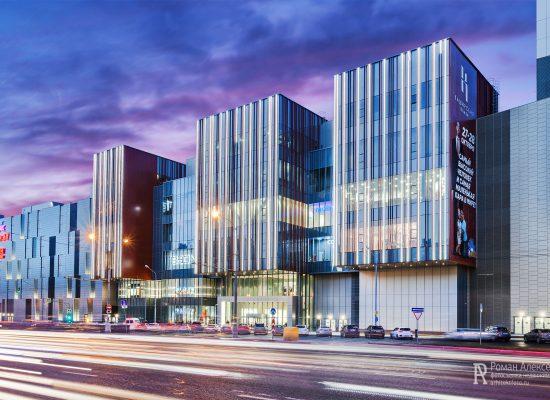 Фото здания с подсветкой