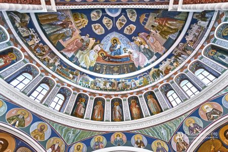 Фрески в храме фото
