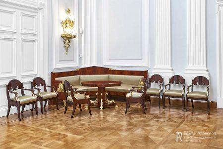 Мебель в Петровском путевом дворце